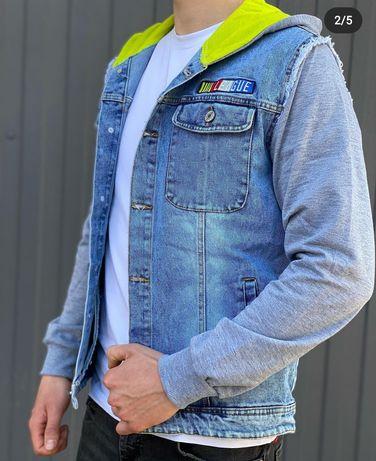Весняна джинсова куртка