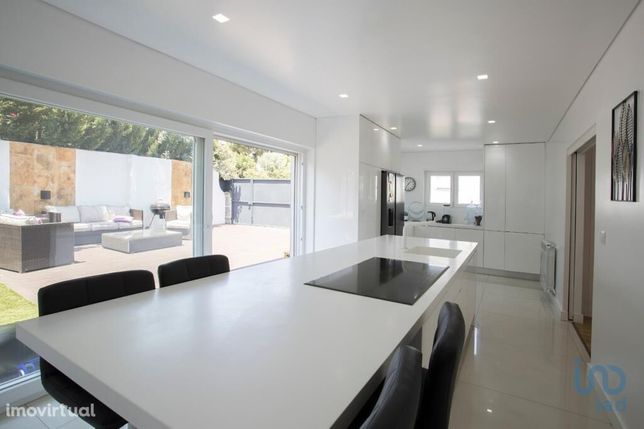 Moradia - 230 m² - T6