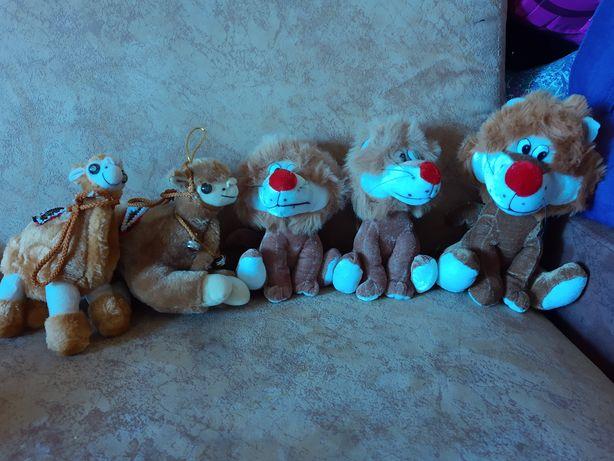 Лот игрушки мягкие лев верблюд
