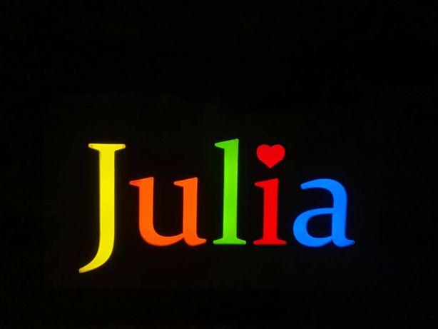 Napis świetlny z imieniem JULIA do pokoju dziecięcego
