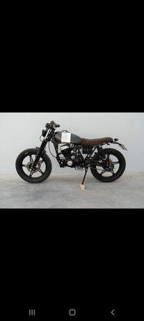 Moto 125 estilo Scrambler