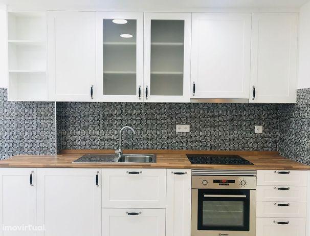 T3 total/ renovado, Cozinha open space, 1 Min estaçao CP Monte Abrãao