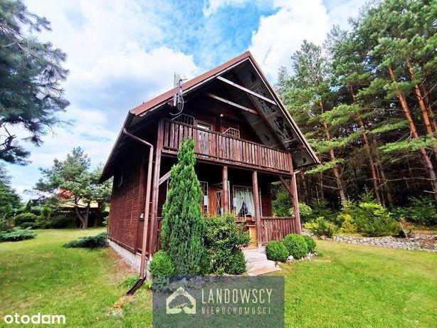 Dom przy ścianie lasu i w pobliżu jezior / Struga