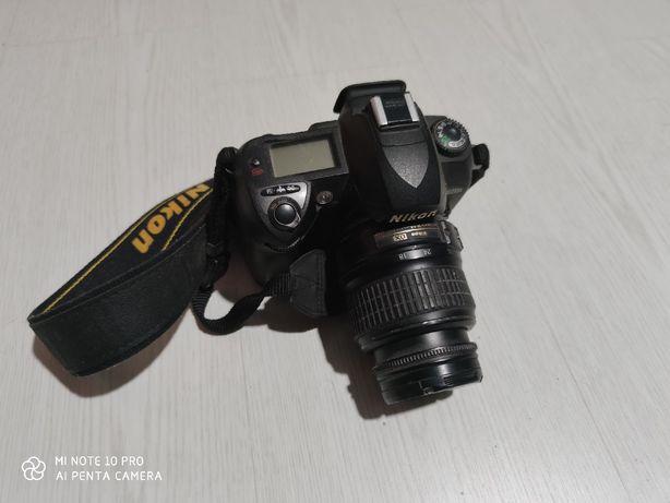 Nikon D70s com lente 18-55mm