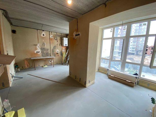 Однокімнатна студія з повним чорновим ремонтом в центрі