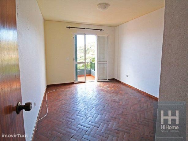 Apartamento T3 financiado, com garagem em Santo António
