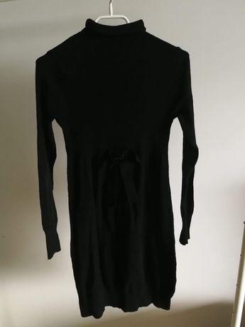 Czarna sukienka z kokardą i krótkim golfikiem