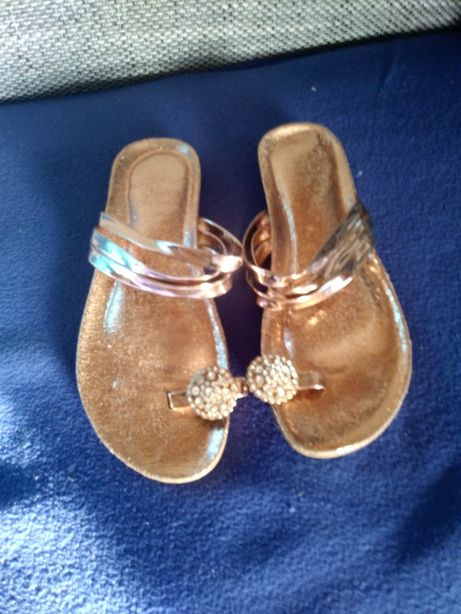 Piękne klapki złote buty japonki rozmiar 38
