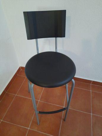 Cadeiras altas de bancada de cozinha, em preto e cinzento
