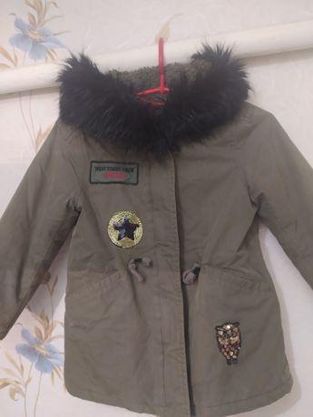 Куртка Zara 104-110  на девочку 4-5 лет