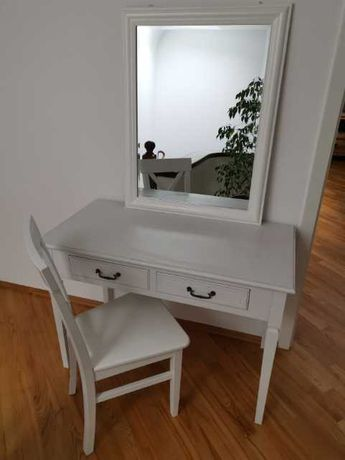 Stolik z krzesłem