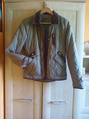 Pikowana kurtka z ozdobnymi suwakami