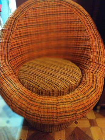 Продам кресло пуфик