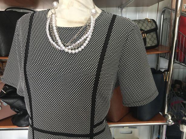Sukienka czarna wzór naszyjnik gratis