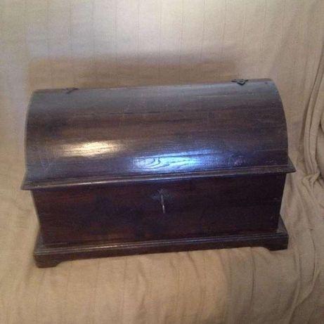 Arca Baú em madeira maciça (antiga)