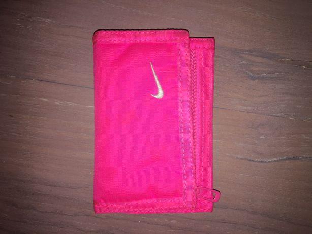 Różowy portfel Nike