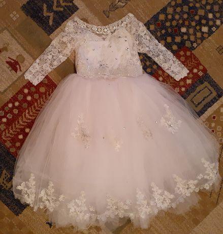 Платье нарядное очень пышное белоснежное на утренник выпускной праздн
