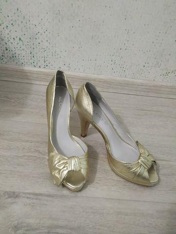 Продам жіноче взуття.