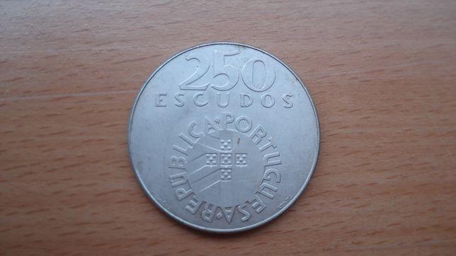 Moedas prata 25 abril e 10 euro