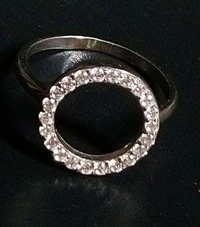 Кольцо (перстень) с фианитами серебряное, №17