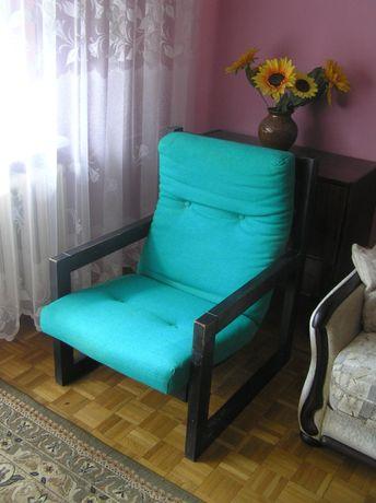 Duży drewniany fotel-czasy PRL-u