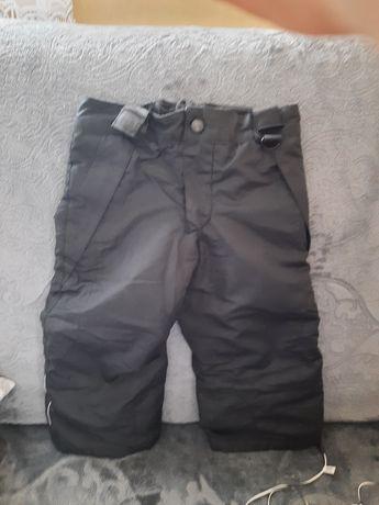 Czarne spodnie narciarskie 86/92 stan bdb