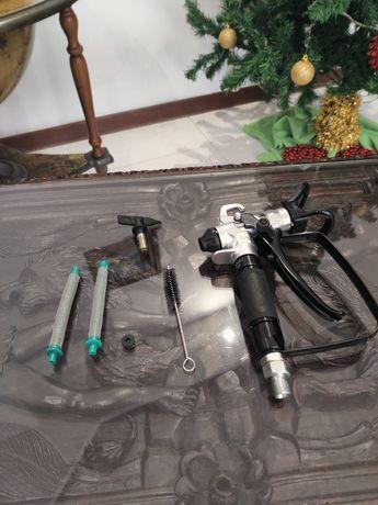 Pistola para máquinas Airless + 2 filtros. Cobrança +5 Euros, tempo de