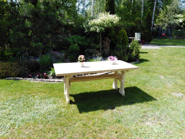 Drewniany stół ogrodowy że świerku skandynawskiego