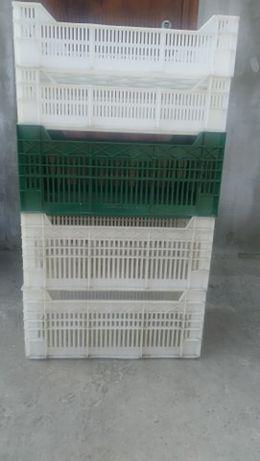 Продам пластиковые ящики по 50 и 100 гривен