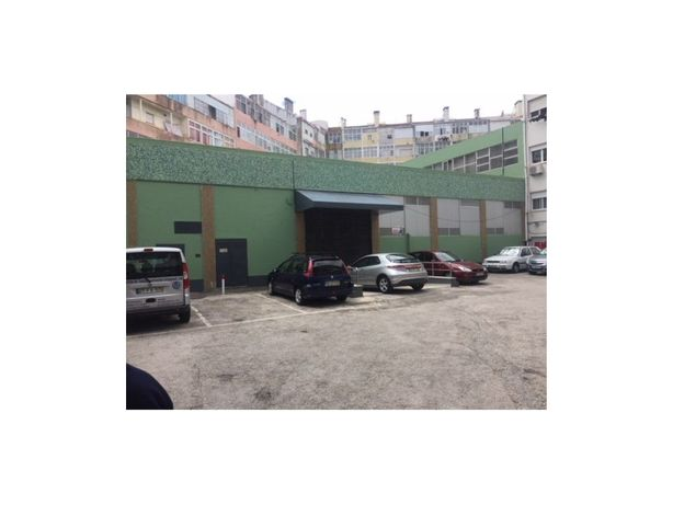 Armazém em Sacavém com dois pisos