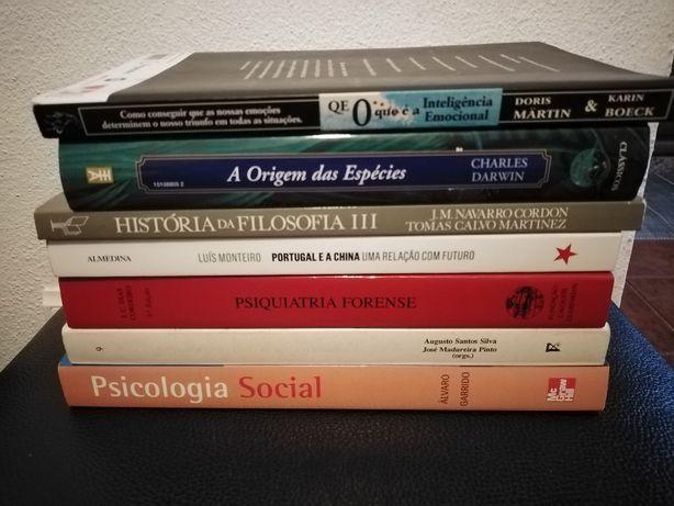 Livros de ciências sociais.