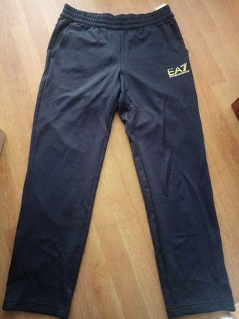 Nowe spodnie dresowe Emporio Armani
