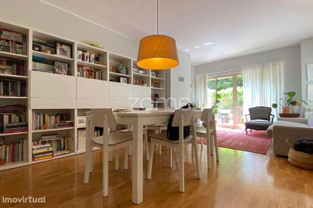 Apartamento T3 Com Pátio, Garagem Para 1 Viatura E Arrumos