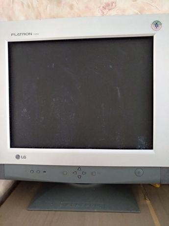 """Компьютер, старого образца Flatron"""""""