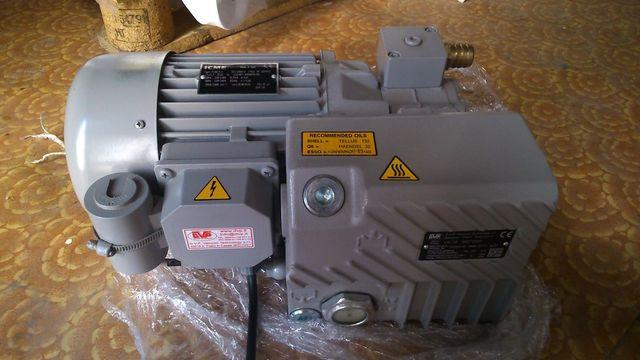 Продам вакуумний (вакуумный насос) DVP LB 18 б/у