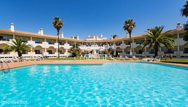 Apartamento T1 com vista para a piscina e jardim, Moncarapcho, Algarve