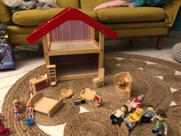 Domek dla lalek + mebelki i lalki