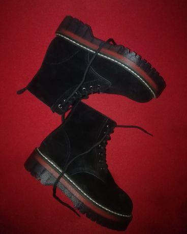 Замшевые демисезонные ботинки Мартинсы
