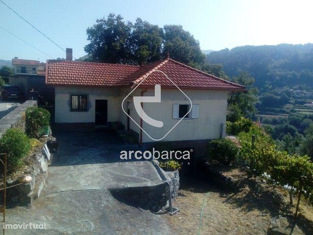 Casa em Cabreiro com terreno de 1270 m2 por 95 000€