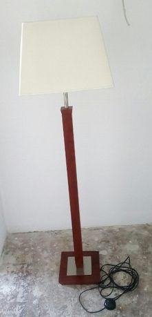 Lampa drewniana stojąca