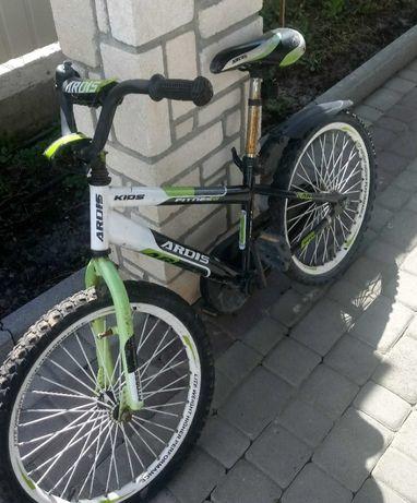 Велосипед для хлопчика 6-8 років