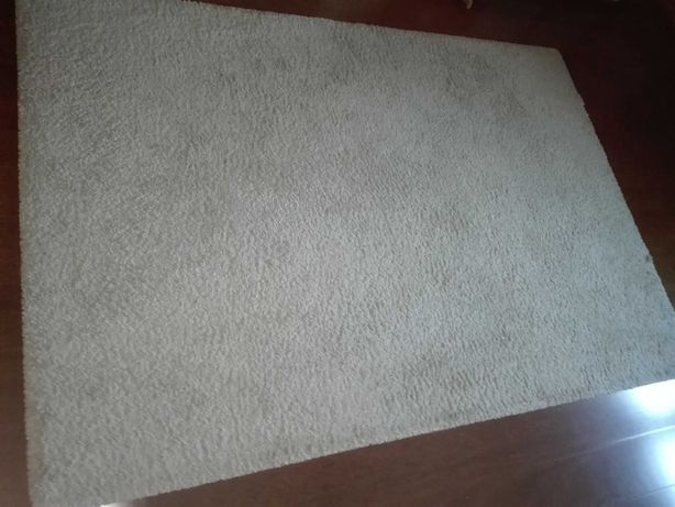 Carpete e tapetão beje