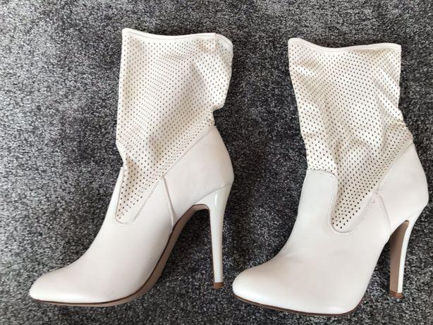 Centro białe ażurowe buty kozaki 38