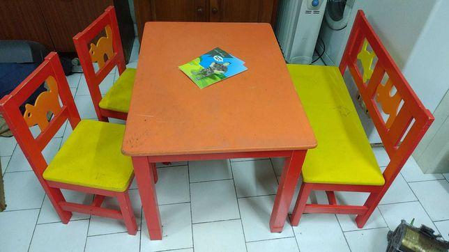 Mesa, banco e cadeiras criança - IKEA
