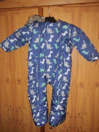 Kombinezon na dziecko od 6 do 9 miesięcy z rękawiczkami.