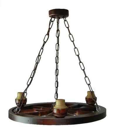 Lampa sufitowa na podstawie koła wozu, kolo drewniane