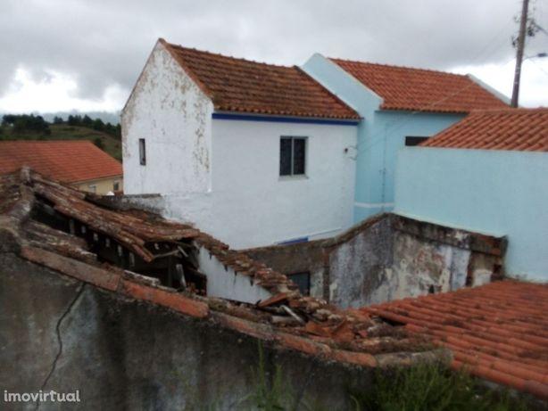 Moradia para reconstruir, Abrigada - Alenquer