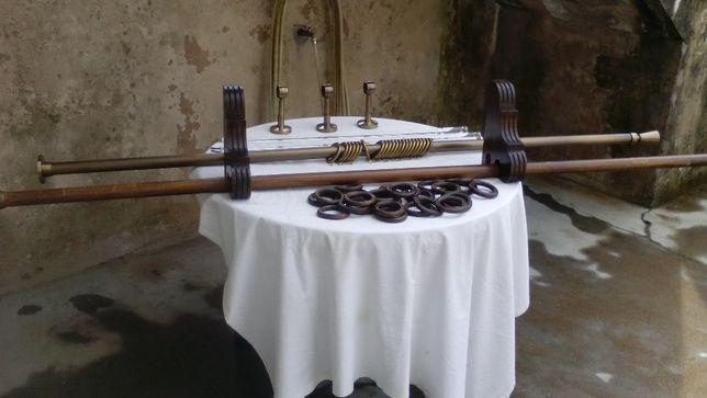 Varão de cortinado em latão e acessorios