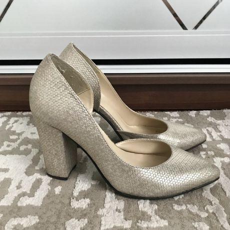 Туфли на каблуке, бежевые туфли