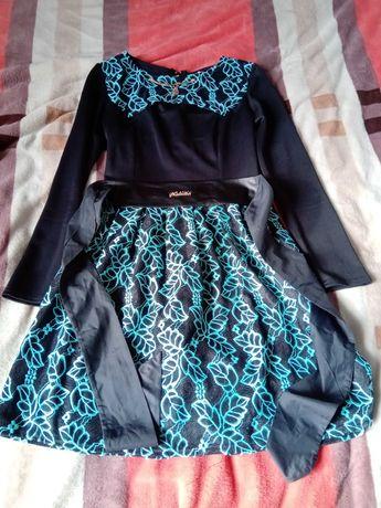 Сукня легка з вирізом